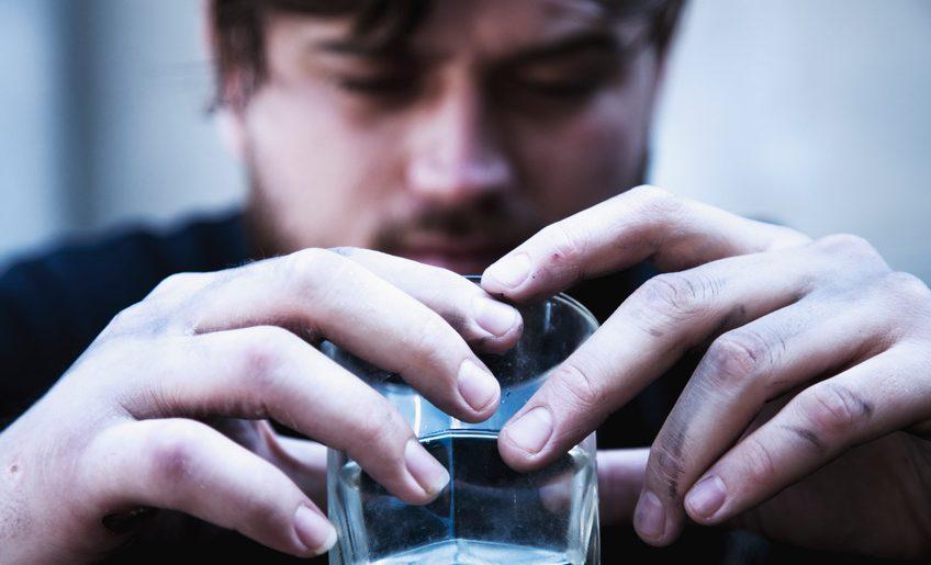 W Warszawie żyje prawie 35 tys. osób uzależnionych od alkoholu. Czy wiesz, że nieleczony alkoholizm prowadzi do śmierci?
