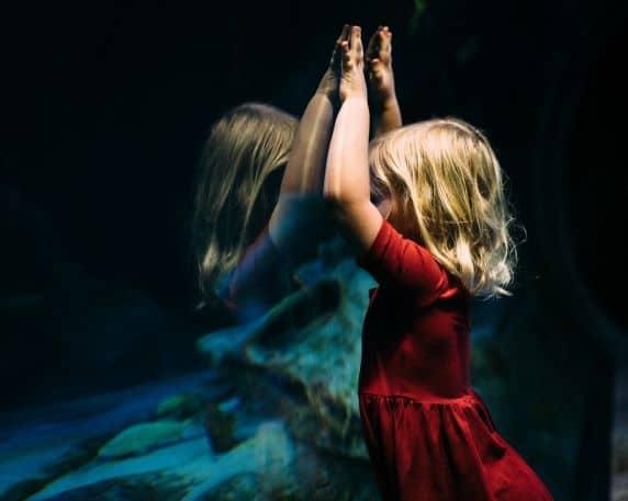 """""""Sprężystość psychiczna"""", czyli o źródłach wewnętrznej siły po traumie z dzieciństwa"""