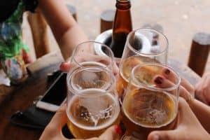 stosunek nastolatków do alkoholu