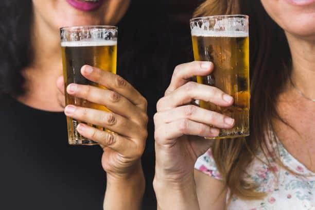 Czy picie alkoholu w ciąży może zwiększać ryzyko wczesnej inicjacji alkoholowej? Nowe wyniki badań