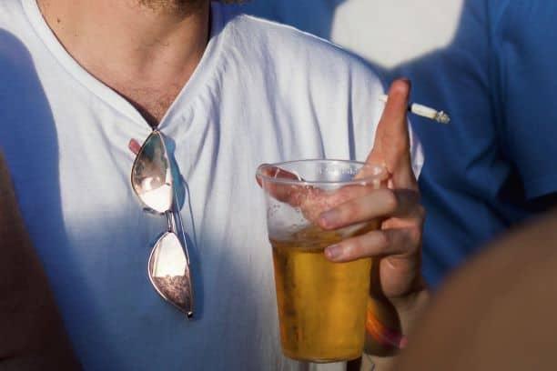 Łączenie alkoholu z tytoniem to aż 30 razy wyższe ryzyko zachorowania na raka!